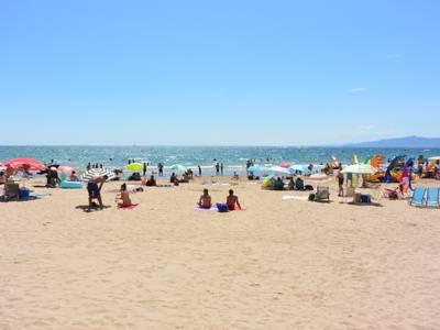 El sistema de control d'aforament de les platges de Salou registra uns nivells normals d'ocupació