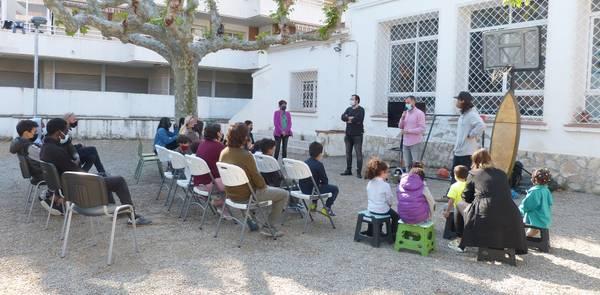 Els nens i nenes del servei 'Dofí Màgic' participen en dues sessions educatives mediambientals, a càrrec de Good Karma Projects
