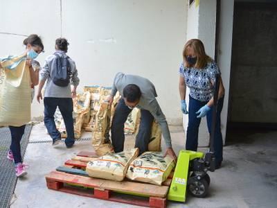 L'Ajuntament de Salou dona 500 kg de pinso a les entitats animalistes del municipi per alimentar les colònies felines