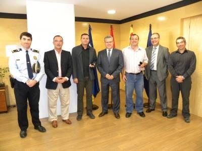 L'Ajuntament de Salou reconeix la tasca de dos funcionaris pels 25 anys de servei al Consistori