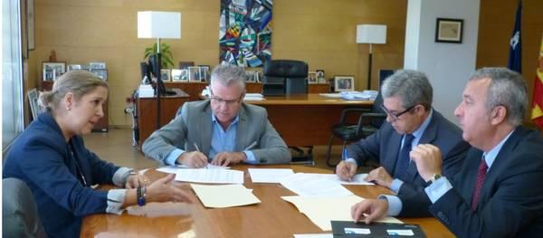 L'Ajuntament de Salou signa un conveni amb Banc de Sabadell per ajudar als emprenedors