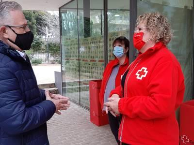 L'alcalde de Salou agraeix als treballadors i treballadores voluntaris de Creu Roja Salou la seva gran tasca, ajudant les famílies més vulnerables