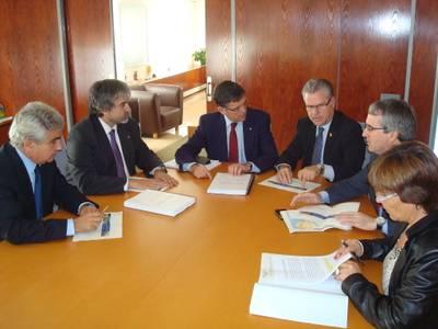 L'alcalde de Salou explica el problema del barranc de Barenys al conseller de Territori de la Generalitat