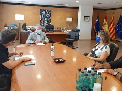 L'alcalde de Salou, Pere Granados, es reuneix amb la nova presidenta de la FEHT, Berta Cabré, per establir línies de treball conjuntes en l'àmbit turístic
