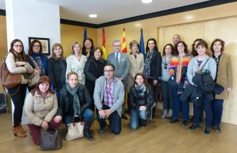 L'alcalde de Salou reconeix la carrera docent de Carme Olivera professora de l'Escola Salou