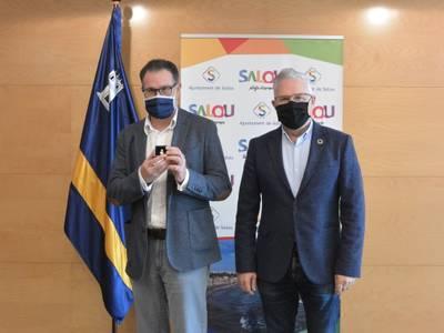 L'alcalde de Salou reconeix la trajectòria laboral de 25 anys a l'Administració local de Miguel Ángel Gómez Doblado