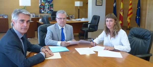 L'alcalde de Salou signa un conveni amb Catalunya Banc per promoure l'habitatge social