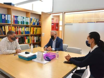 L'alcalde de Salou visita l'Escola Elisabeth per mantenir una reunió de treball i tractar sobre nous projectes educatius, al voltant del patrimoni natural i cultural del municipi