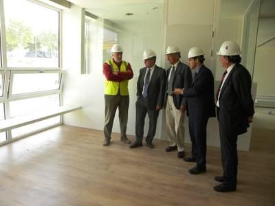 L'alcalde de Salou visita les obres de l'Escola Internacional del Camp Salou, ja en la recta final