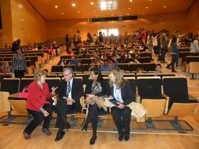 L'alcalde dóna la benvinguda, en nom de Salou, als alumnes  del col·legi 110 Miguel Hernández de Moscou