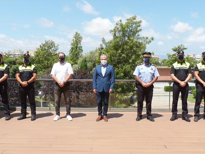 L'alcalde Pere Granados dona la benvinguda als cinc nous agents que s'incorporen al cos de la Policia Local de Salou