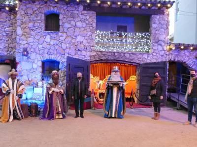 L'alcalde Pere Granados lliura la Clau màgica de la Ciutat a Ses Majestats els Reis Mags d'Orient, al Campament Reial de la Masia Catalana de Salou