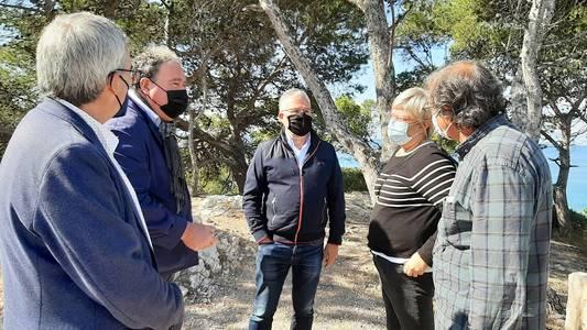 La Generalitat visita el patrimoni natural, històric i paisatgístic del Cap Salou, que l'Ajuntament vol recuperar i protegir