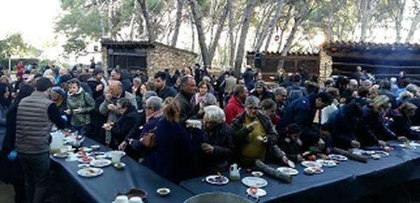 La Masia Catalana reuneix centenars de persones en el tradicional brou de Nadal