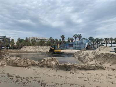 La platja de Ponent de Salou tindrà més sorra de qualitat, gràcies als treballs de dragatge de la bocana del Port