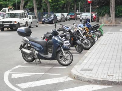 La Policia Local de Salou activa del 10 al 15 de juliol, 'Motocivisme a Salou: prevenció, civisme i seguretat en motos i ciclomotors', amb l'augment de 44 noves places gratuïtes d'estacionament