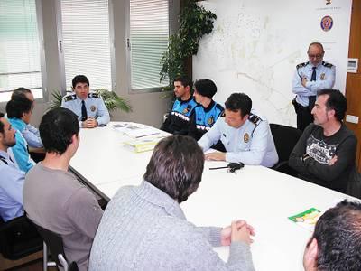 LInspector_en_Cap_de_la_Policia_Local_de_Salou_Jos_Luis_Gargallo_durant_una_reuni_informativa_amb_funcionaris.JPG