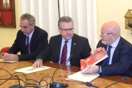 L'alcalde de Salou signa amb Turisme de la Generalitat la promoció de la figura de Jaume I