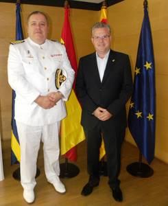 L'alcalde rep el nou comandant naval de Tarragona