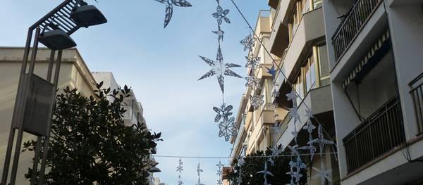 Les escoles i instituts de Salou se sumen al Nadal muntant una exposició d'art urbà amb materials reciclats