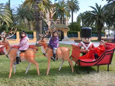 Les figures nadalenques que guarneixen els carrers de Salou, la gran novetat d'enguany que triomfa entre els més petits i les famílies