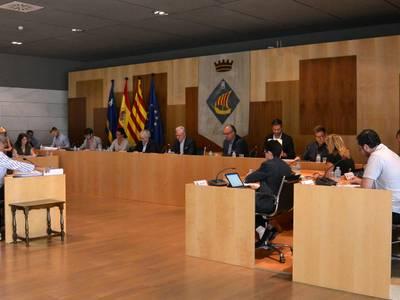 Salou aprova la moció conjunta perquè els ajuntaments puguin modificar els espais on poder manifestar-se