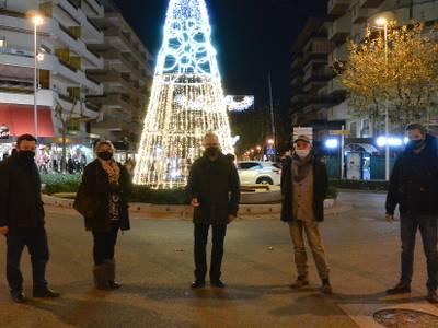 Salou engalana els seus carrers amb l'encesa de la il·luminació de Nadal