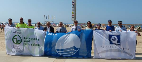 Salou hissa els distintius de Bandera Blava, Q de qualitat i ISO 14,001 a les platges del municipi