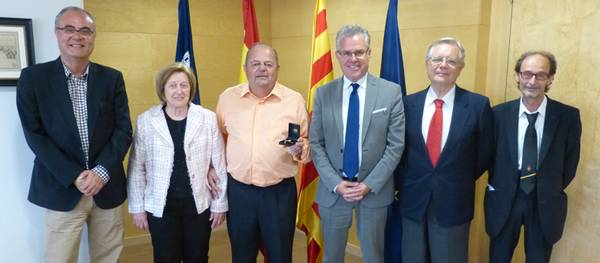 Salou lliura l'agulla d'or al funcionari Josep Bo per la seva jubilació