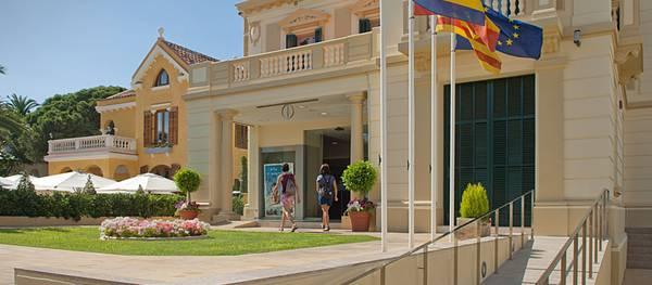 Salou obre avui l'oficina Tax Free per retornar l'IVA als visitants extracomunitaris