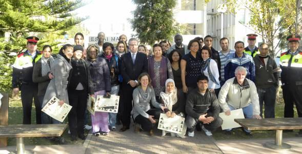 Una seixantena de persones recullen els diplomes de les accions formatives de l'Àrea d'Immigració i dona de l'Ajuntament de Salou