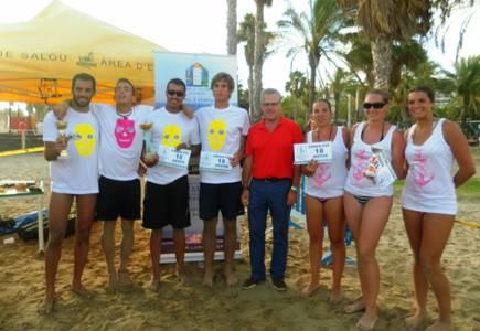 Una vintena de parelles han participat al VII Open de Vòlei platja de Salou