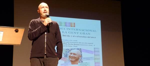 """Xavier Bertran, """"Lo Cartanyà"""", dona el tret de sortida als actes de celebració del Dia Internacional de la Gent Gran de Salou"""