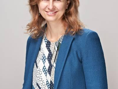 La educadora, socióloga y mediadora Alba Castellví hablará de su libro 'Un cistell de cireres: set contes petits per a fer-nos grans', el próximo sábado, en la Biblioteca de Salou