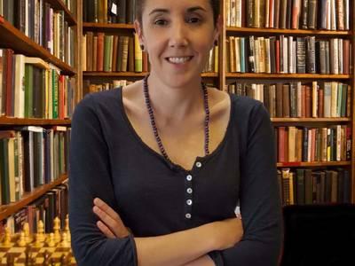 La escritora Matilde Mendieta Goicoechea presenta su segundo libro '18 selfies con las enfermedades' este viernes, en la Biblioteca de Salou
