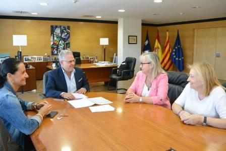 El alcalde Pere Granados se reúne con el Grup de Dones para hablar sobre el futuro Casal de la Dona