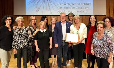 El Grupo de Dones de Salou recibe un reconocimiento público de la Generalitat por los 25 años de trayectoria
