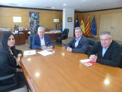 El alcalde Pere Granados y la concejala Estela Baeza con Càritas Interparroquial