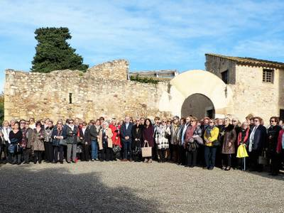 La capital de la Costa Dorada reúne once grupos de mujeres alrededor de la Torre Vella