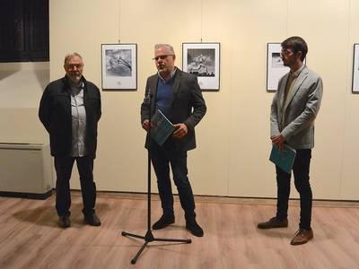 El alcalde de Salou, Pere Granados, inaugura la exposición FOTOSPORT 2018 en la Torre Vella