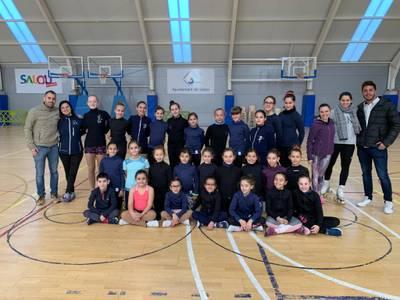 Un total de 27 jóvenes mejoran su técnica y potencian la buena convivencia en el campus intensivo de patinaje del Club Patí Jove