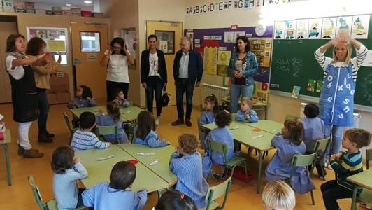 El alcalde, Pere Granados, visita las escuelas Salou y Vora Mar durante este inicio de curso