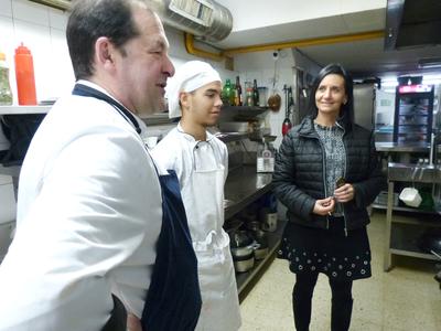 El alumnado de la Unitat d'Escolarització Compartida (UEC) se adentra en el mundo de la restauración, realizando prácticas en un restaurante de Salou