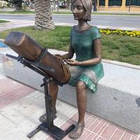 """Escultura a las """"Puntaires"""" de Natalia Ferré - Paseo Jaume I"""