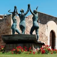 Monumento Las tres gracias de Artur Aldomà Puig - Torre Vella