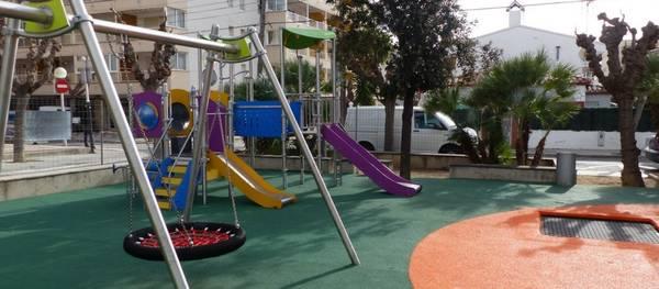 El Ayuntamiento de Salou sigue apostando por zonas con juegos infantiles de calidad para mejorar la seguridad y la oferta lúdica