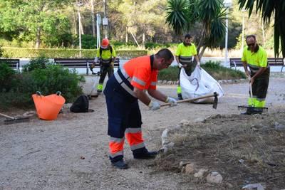 Empiezan las labores de mantenimiento y conservación de los espacios verdes públicos en el Cap Salou