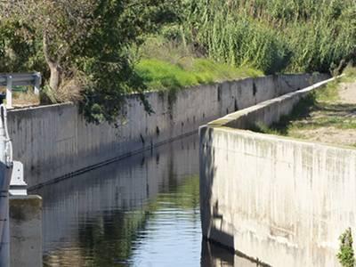 El Ayuntamiento de Salou y la Agencia Catalana del Agua actuarán conjuntamente para la mejora del cauce del barranco de Barenys
