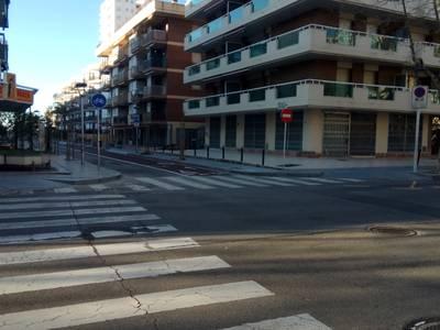 El Ayuntamiento mejorará la accesibilidad de la acera este de la calle de Josep Carner y remodelará el cruce entre las calles Mayor y de Josep Carner