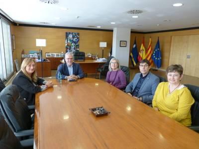El alcalde Pere Granados recibe al nuevo director del Centre d'Alta Resolució (CAR) de Salou, el doctor Jesús Vizcaíno Marín
